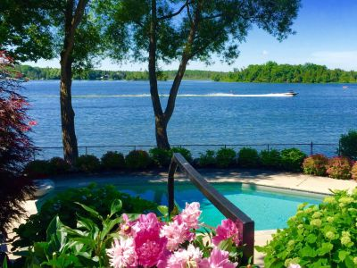 Puslinch Lake Waterfront Cottage with Pool