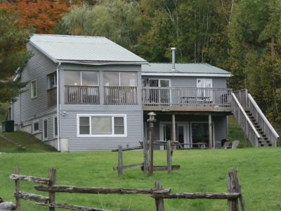 Muskoka Chalet Sleeps 13 with WIFI